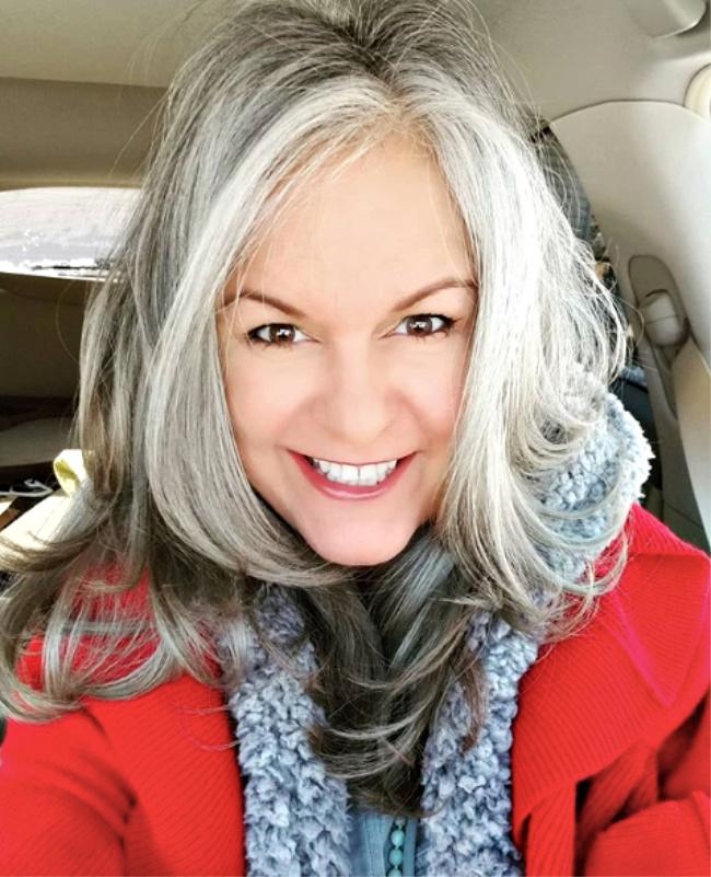 streaked gray hair over 40