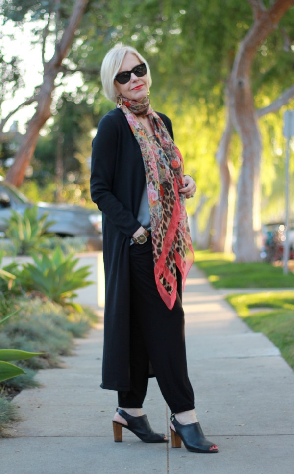 What to wear with a scarf