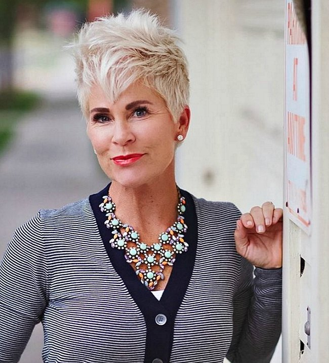 chicover50-short-hair-styles