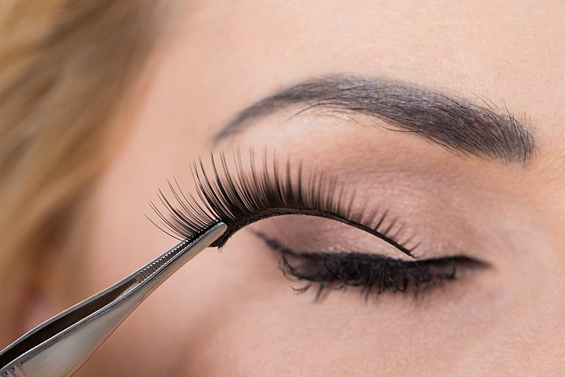 12 Tips To Make Applying False Eyelashes A Cinch Fabulous After 40